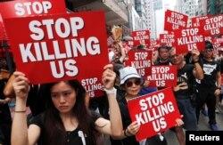 2019年6月16日,香港人示威游行,要求香港领导人下台,并撤回引渡法案。