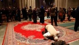 Shërbesa myslimane në Katedralen Kombëtare