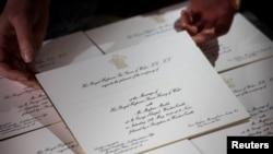 Fueron enviadas las invitaciones para la boda del Príncipe Harry y la actriz estadounidense Meghan Markle. Imprenta Barnard and Westwood. Londres, marzo 22, 2018.