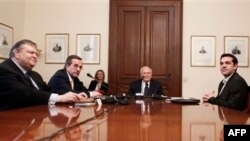 Predsednici vodećih grčkih stranaka na sastanku kod predsednika Karolosa Papuljasa