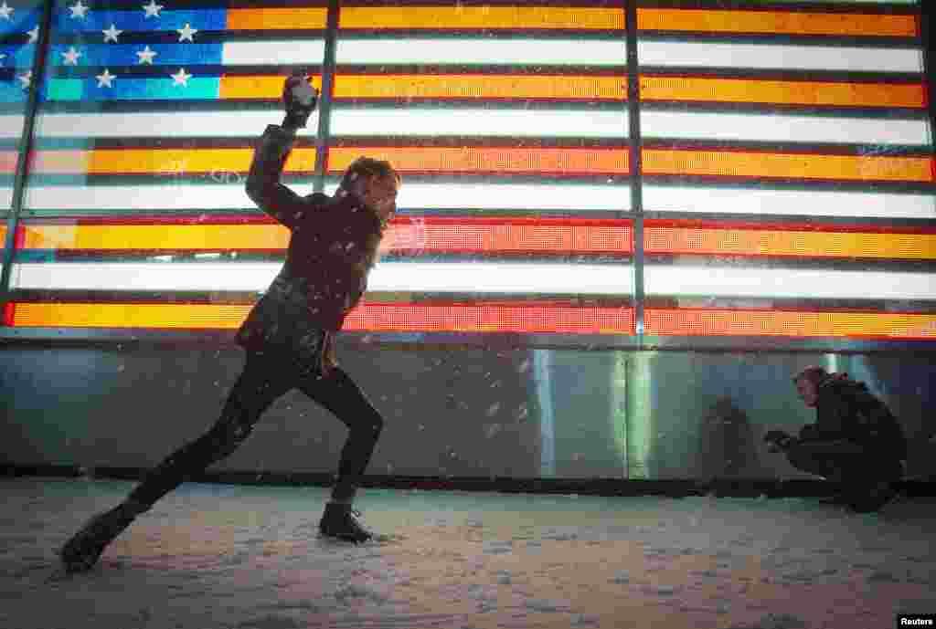 Grudanje na Times Squareu u New Yorku, 3. januara 2014.