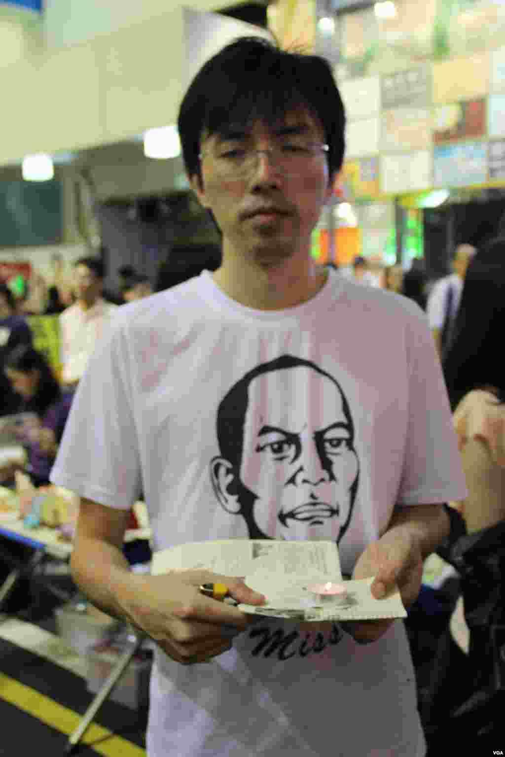 """香港多个团体在旺角举办悼念李旺阳""""被自杀""""一周年(美国之音海彦拍摄)"""