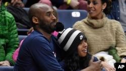 کوبی با دخترش جیانا