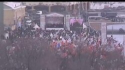 2012-02-04 美國之音視頻新聞: 俄羅斯人分別舉行支持或反對普京政治集會