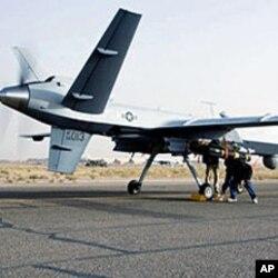 Inspection d'un drone M-Q9 Reaper avant son decollage