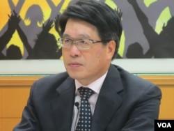 台灣民意基金會董事長游盈隆(美國之音張永泰拍攝)