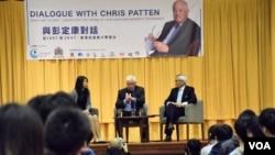 前港督彭定康與香港大專學生對話。(美國之音湯惠芸攝)