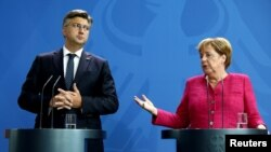 Nemačka kancelarka Angela Merkel i hrvatski premijer Anderj Plenković na konferenciji za novinare u Berlinu, 28. avgust 2018.
