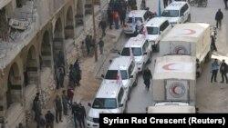 Truk Bulan Sabit Merah Suriah dan mitra kemanusiaan lainnya terlihat di Ghouta, Suriah, 5 Maret 2018. (Foto: dok).