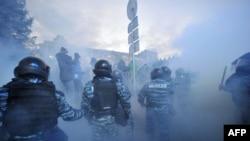Okršaj policije sa demonstrantima u Kijevu 29. novembra 2013.