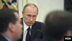 ປະທານາທິບໍດີ ຣັດເຊຍ ທ່ານ Vladimir Putin ກຳລັງປະຊຸມ ກ່ຽວກັບຄວາມປອດໄພ ໃນວັງເຄຣັມລິນ