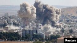 2014年10月8日空袭叙利亚小镇科巴尼后烟雾升起