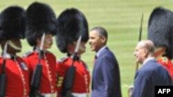 Obama Kraliçe Elizabeth Tarafından Karşılandı