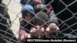 IŞİD savaşçılarının ve sempatizanlarının ailelerinin kaldığı Suriye'deki El Hol kampında ve diğer gözaltı merkezlerinde de yaklaşık 70.000 kişi tutuluyor.