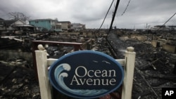 На Оушн авеню пожар уничтожил более 50 домов. Бризи Пойнт, Нью-Йорк. 30 октября 2012 года
