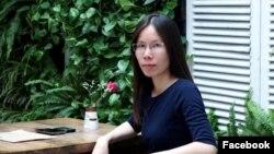 Nguyễn Trang Nhung tại một quán cafe ở Hà Nội, 2016.