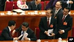 2013年3月5日,中国人大会议开幕式之后,习近平、李克强、王岐山和胡锦涛、温家宝。其中三人名列最近十位中国观察家心目中中国最有影响的五人榜。