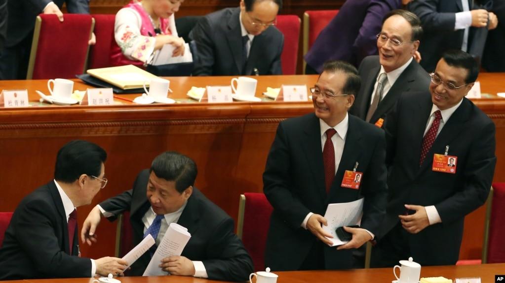 2013年3月5日,中國人大會議開幕式之後,習近平、李克強、王岐山和胡錦濤、溫家寶。 孫政才被認為是溫家寶和胡錦濤選擇的第六代領導人之一。