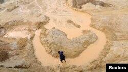 지난 2010년 중국 장시성의 희토류 채굴 현장 (자료사진)