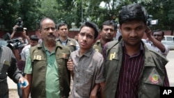 Members of Bangladesh Police Detective Branch escort Sumon Hossain Patwari in Dhaka, Bangladesh, Thursday, June 16, 2016. Police counter-terrorism chief Monirul Islam told reporters that Hossain is charged with taking part in the October attack on publisher Ahmed Rashid Tutul who worked on books by a prominent atheist writer who was killed in a separate attack. (AP Photo)