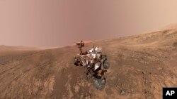 Ảnh ghép từ một nhiều ảnh chụp ngày 23/1/2018 cho thấy ảnh tự chụp của Xe tự hành Curiosity của NASA ở Vera Rubin Ridge. (NASA/JPL-Caltech/MSSS via AP)
