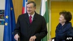 Predsednik Slovenije Danilo Tirk glasa na izborima
