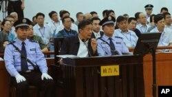 Mantan anggota Politibiro China, Bo Xilai, dalam sidang di pengadilan Jinan, provinsi Shandong, China (24/8).