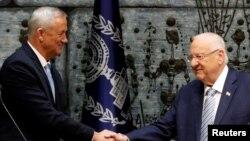 Isroil Prezidenti Reuven Rivlin muxolifat rahbari Benni Gansga koalitsion hukumat tuzishni taklif etmoqda, Quddus shahri, 23-oktabr, 2019-yil