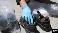 Ботинки, в которых талибы спрятали оружие