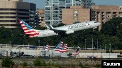 Một chiếc máy bay của American Airlines cất cánh từ phi trường Ronald Reagan, Washington D.C ngày 9/8/2017.