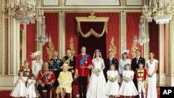 การเปลี่ยนแปลงในของที่ระลึกงานเสกสมรสในราชวงศ์อังกฤษ สะท้อนความเปลี่ยนแปลงในราชวงศ์ด้วย
