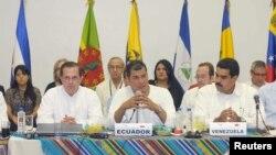 El presidente Rafael Correa (centro) encabeza la reunión de la Alianza Bolivariana para los pueblos de nuestra América (ALBA) en Guayaquil.