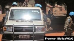 Une patrouille de la Minusca à Bria, en Centrafrique, le 21 février 2017. (VOA/Freeman Sipila)