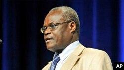 Le Dr. Elly Katabira, président de la Société internationale du Sida