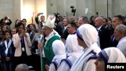 Pope Francis arrives to lead a mass at the Immaculate Conception church in Baku, Azerbaijan, Oct. 2, 2016.