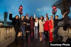 Anin (ke-4 dari kanan) bersama kontestan Miss Universe (dok: Miss Universe Organization, Matt Petit)