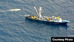 中国船只起火沉没 美国空军跨海救援