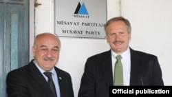 Robert Sekuta və Arif Hacılı (Fotonu Müsavat Partiyası yayıb)