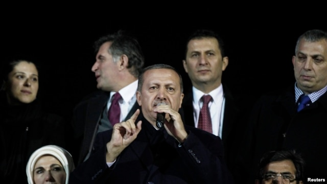 Turkey's Prime Minister Tayyip Erdogan (C) addresses his supporters upon his arrival to Ataturk Airport in Istanbul, Dec. 27, 2013.