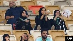 12일 사우디 제다에서 열린 축구경기에서 처음으로 여성들의 관람이 이뤄졌다.