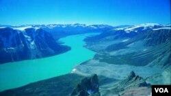 گرین لینڈ کی زمین میں سونا، یورینیم اور قیمتی پتھر بھی موجود ہیں۔ (فائل فوٹو)