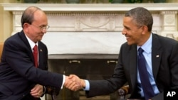 President Barack Obama shakes hands with Burma's President Thein Sein at the White House in Washington. May 20, 2013.