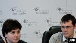 Директор «Майкрософт Україна» Ярина Ключковська і юридичний представник Adobe Systems INC в Україні Павло Миколюк