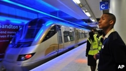 Passengers wait for the new Gautrain, Africa's first high-speed rail line, shortly after its launch in Johannnesburg, 8 June 2010