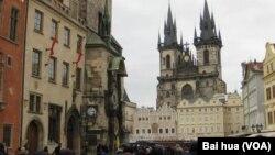 布拉格市中心的天主教堂。