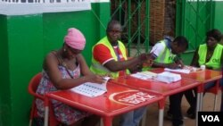 Mesa de voto na Guiné-Bissau