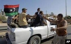 Des rebelles libyens à Tripoli