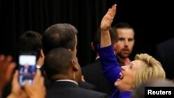Capres Partai Demokrat, Hillary Clinton saat melakukan kampanye di Long Beach, California bulan Juni lalu (foto: dok).