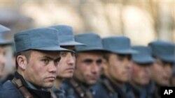 پولیس سیکیورٹی ذمہ داریاں اٹھانے کے قابل نہیں: افغان عوام