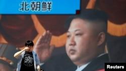 韩国街头电视屏幕上报道朝鲜领导人金正恩宣布停止核导试验的消息(路透社2018年4月21日)